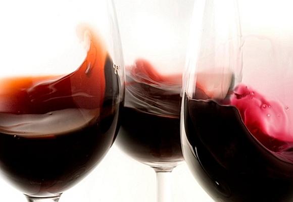 El vino tinto puede cambiar el color de nuestros dientes