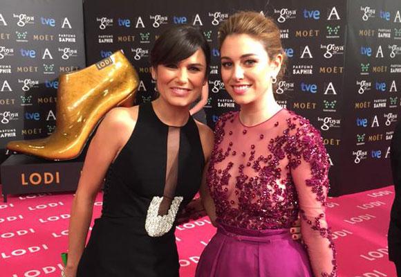 La periodista de TVE Elena Sánchez junto a Blanca Suárez