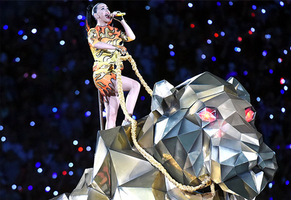 Katy Perry Lights Up the Stage - The Luxonomist