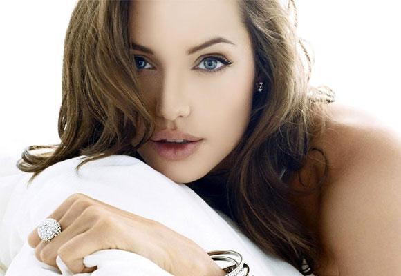 Angelina sigue siendo una mujer sexy tras las dos operaciones