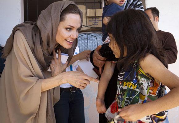 Angelina lucha por los derechos de mujeres de todo el mundo