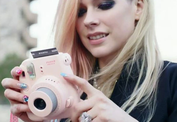 Avril Lavigne con su cámara