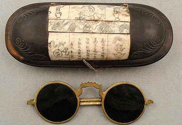 eca1598998 Gafas antiguas chinas. FOTO: Martha Rubell Antiques & Vintage