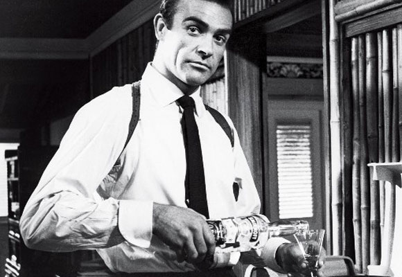 A Sean Connery le gusta el whiskey