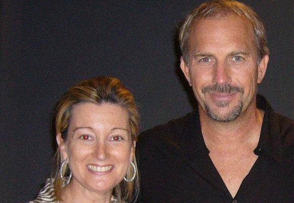 Nuestra colaboradora Amalia Enríquez con Kevin Costner
