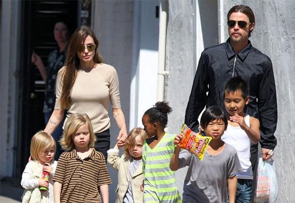 Angelina Jolie y Brad Pitt están acostumbrados a viajar con sus hijos. Foto: diariofemenino