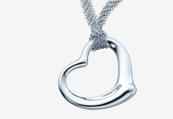 Elsa Peretti Open Heart, Tiffany. Haz clic para comprar