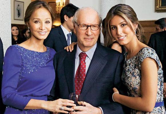 Isabel con su tercer marido, Miguel Boyer, y la hija de ambos, Ana. Foto: ¡Hola!