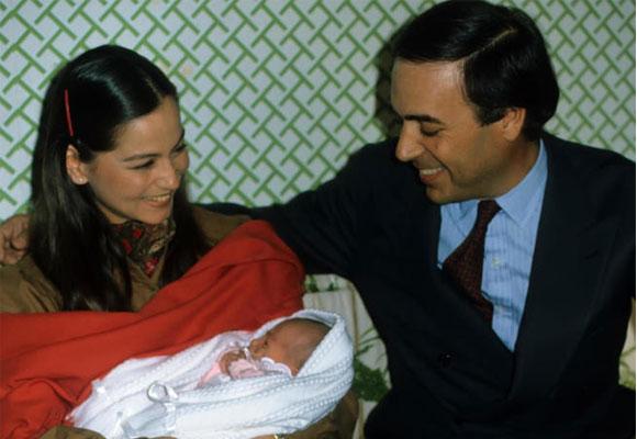Isabel junto a Carlos Boyer tras nacer su hija Tamara. Foto: Gtres