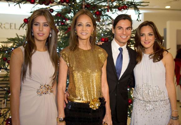 Isabel junto a sus hijos Ana Boyer, Julio José Iglesias y Tamara Falcó. Foto: ¡Hola!