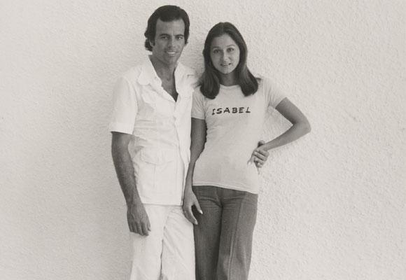 Isabel junto a su primer marido, Julio Iglesias. Foto: Juan Gyenes.