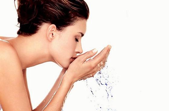 Debemos lavarnos bien la cara para tener una piel cuidada