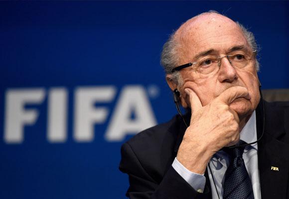 Joseph Blatter tuvo que dimitir de su cargo en la FIFA