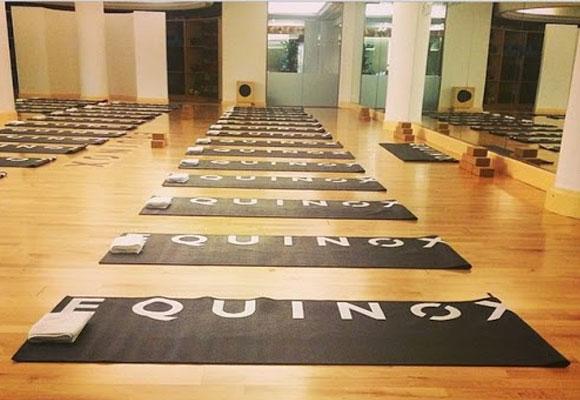 Sala de Yoga Vinyasa. Cortesia de @equinox