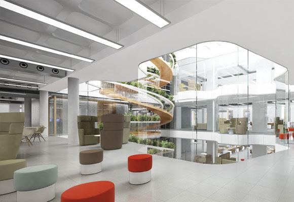 Interior del edificio con un impresionante tragaluz arriba