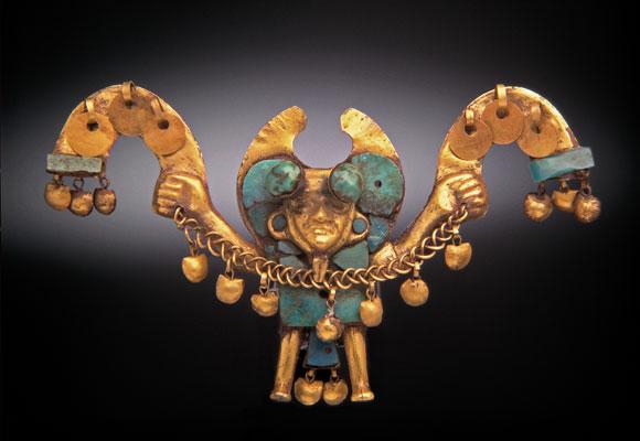 nariguera-que-representa-a-un-personaje-con-una-soga-mochica-100-800-d-c-oro-y-turquesa-4-2-x-0-9-x-7-4-cm-c-archivo-mu