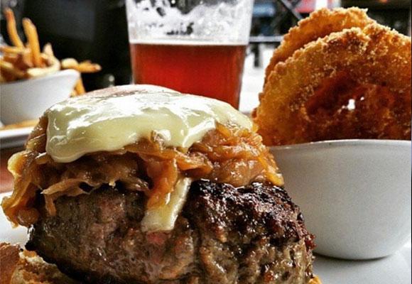 Hamburguesa @5napkinburger. Foto: Instagram
