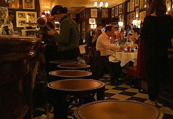 El interior de Minetta Tavern conserva el recuerdo de otro tiempo. Cortesia de @partisant