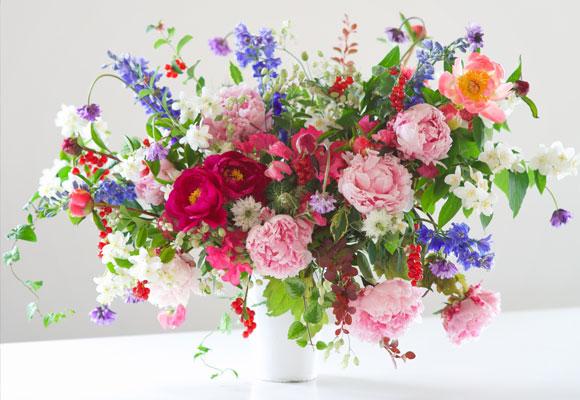 El dominio del color, la juxtaposición y el juego son claves para Kiana Underwood. © 2015 Tulipina Floral Design