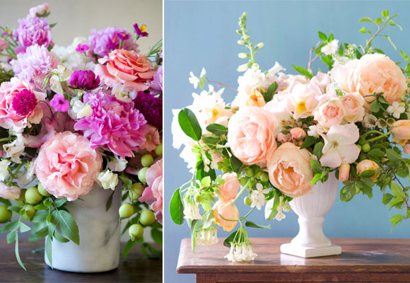 Los diseños de Kiana Underwood son frescos y alegres. Su estilo relajado tiene muchísimo éxito. © 2015 Tulipina Floral Design. Una paleta de rosas suaves y blancos sobre un pedestal envuelven este diseño. © 2015 Tulipina Floral Design