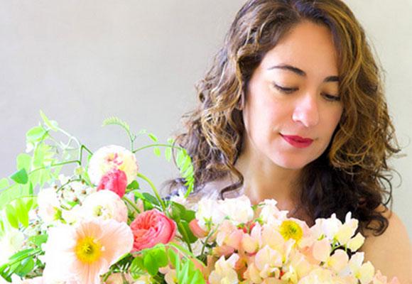 Kiana Underwood dictta talleres de arte floral a lo largo de Estados Unidos. Será una de expositoras de IntrigueDesigns.com. © 2015 Tulipina Floral Design
