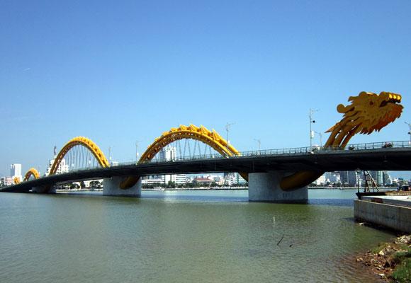 Puente del Dragón en Vietnam. Foto: wikipedia