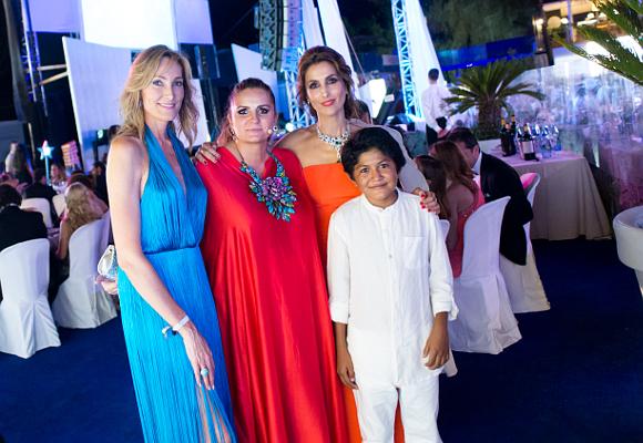 Alejandra Alemán, Sandra garcía-Sanjuán, paloma Cuevas con Alejandro. Starlite Gala 2015. 9.8.15. Foto Ana Belén Fdez