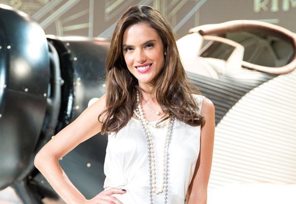 Alessandra Ambrosio es imagen de la firma Rimowa
