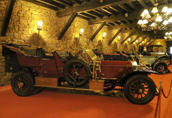 Impresionantes salas acogen la exposición de Rolls Royce