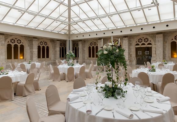 Sus salones están especialmente preparados para bodas y grandes eventos