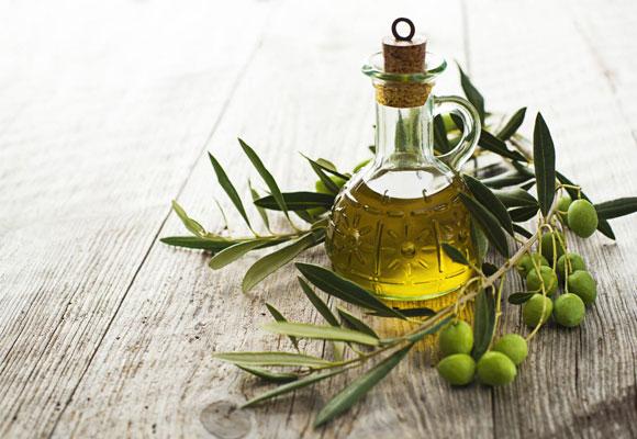 aceite de oliva en una ensalada