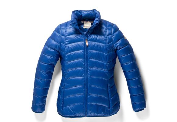Con o sin capucha, el plumas es un básico invernal
