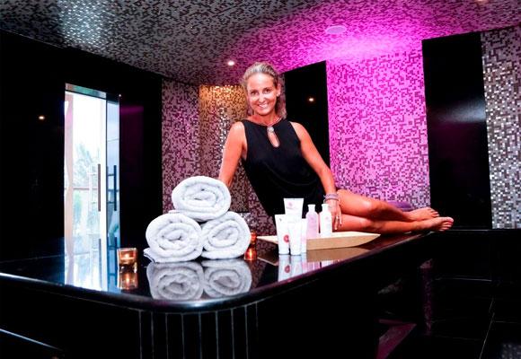 Carla con los productos Carla Bulgaria Roses Beauty en el Hamman del Hotel