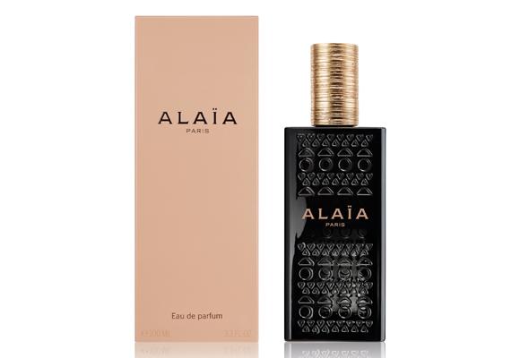 Con toques de cuero, el perfume Alaïa es el complemento perfecto. Cómpralo aquí