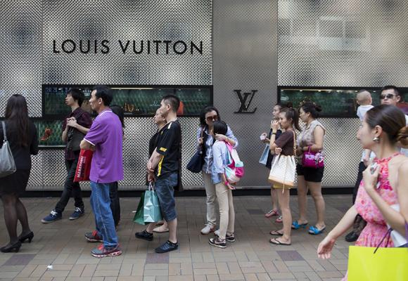 De las colas en las tiendas chinas de LV, al cierre de negocios en el país