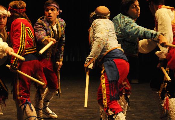 Danzantes tradicionales en Rabanera