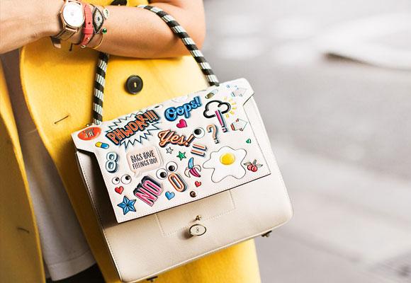 Iconos y motivos pop sobre los bolsos