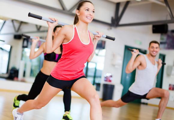 Suelta adrenalina practicando fitness aquí