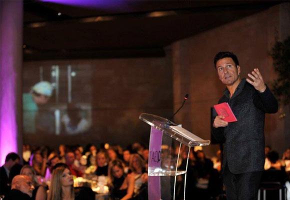 El doctor Iván Mañero encabeza el proyecto solidario. En la foto, durante la cena solidaria de su Fundación