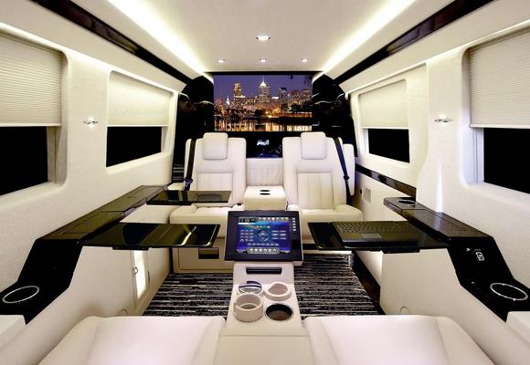 Avión privado de diseño con iluminación LED. ¡Lo más de lo más!