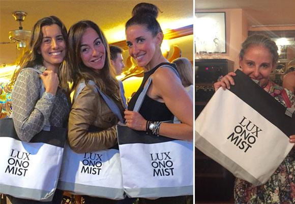 Una de las protagonistas de la noche, la LuxoBag que lucen en estas fotos Eugenia Marcos, Carme Barceló, Elsa Anka y Carla Royo-Villanova