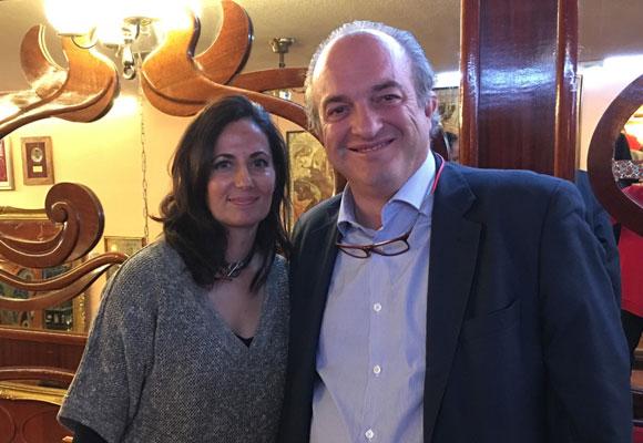 Nuestra experta en champagne, Isabel Chuecos-Ruiz junto al economista Miguel Ángel Abad