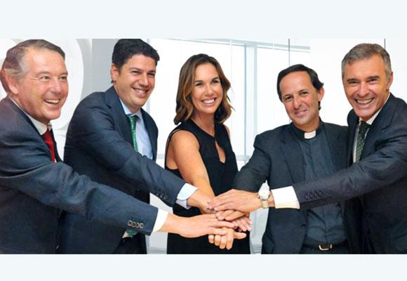 Isabel Lanvín junto a varios de los patronos de la Fundación