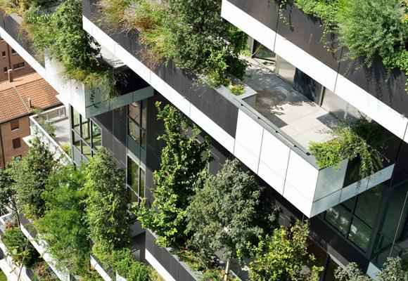Las terrazas se llenan de árboles en un edificio de cuento