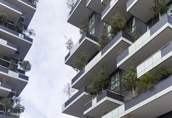 800 árboles, más de 4.000 arbustos y unas 15.000 plantas en un edificio de apartamentos