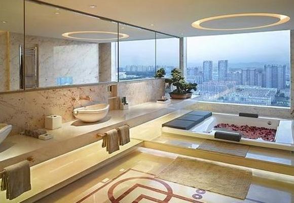 Los lujosos baños del hotel Pangu