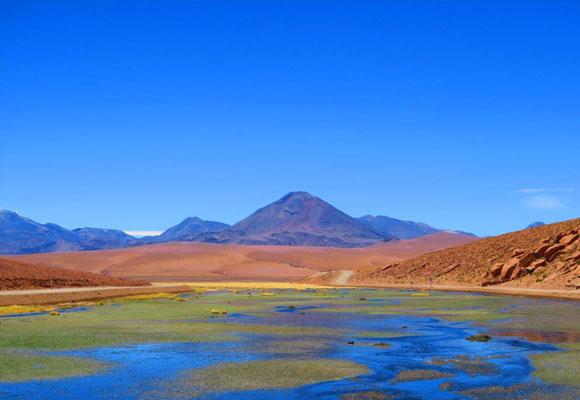 Laguna en el desierto de Vado Putana Machuca