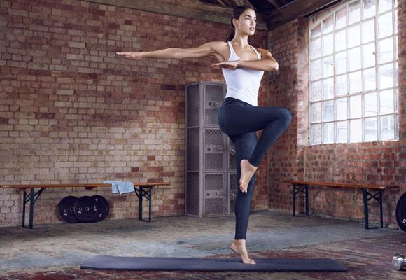 Irina Shayk es la protagonista de la campaña de Hyperskin de Replay