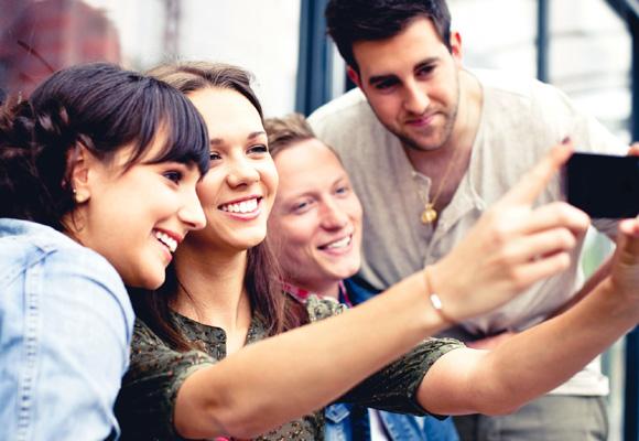 El móvil es la principal (y casi única) herramienta de los jóvenes para comprar lujo