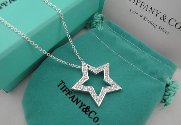 Tiffany & Co arrasa en Twitter. Compra aquí este colgante